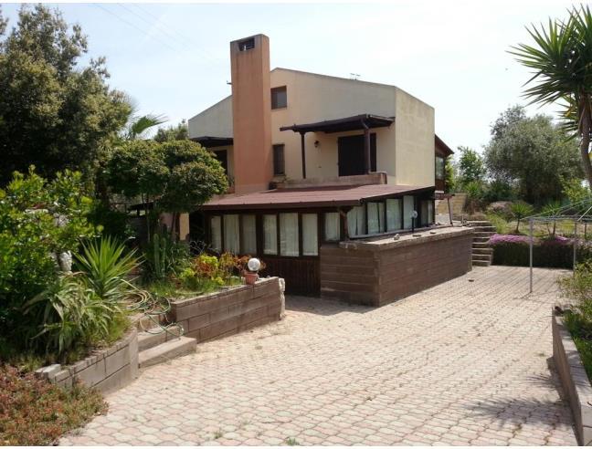 Casa di campagna con giardino e alberi casa vacanza a for Casa con 2 camere da letto con seminterrato finito in affitto