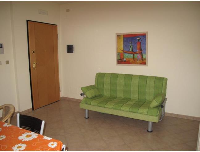 Bilocale fronte mare affitto appartamento da privato a for Affitto trani arredato