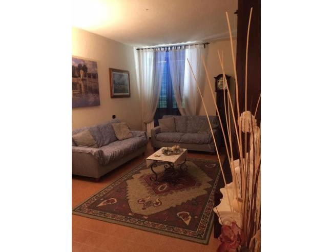 Grazioso comodo e silenzioso appartamento vendita for Arredo casa montaione