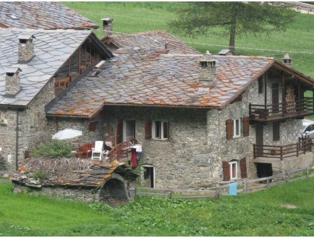 Appartamento in casa rustica in piccolo villaggio for Piani di casa bungalow d epoca
