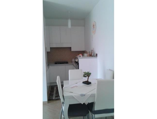 Appartamento indipendente con annesso box auto vendita for Appartamenti con una camera da letto con garage annesso
