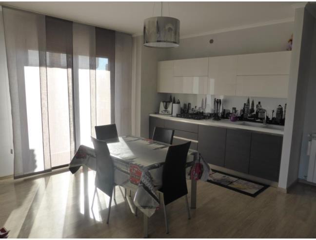 Appartamento castelverde attico e superattico vendita for 3 piani da appartamento con 2 bagni e garage