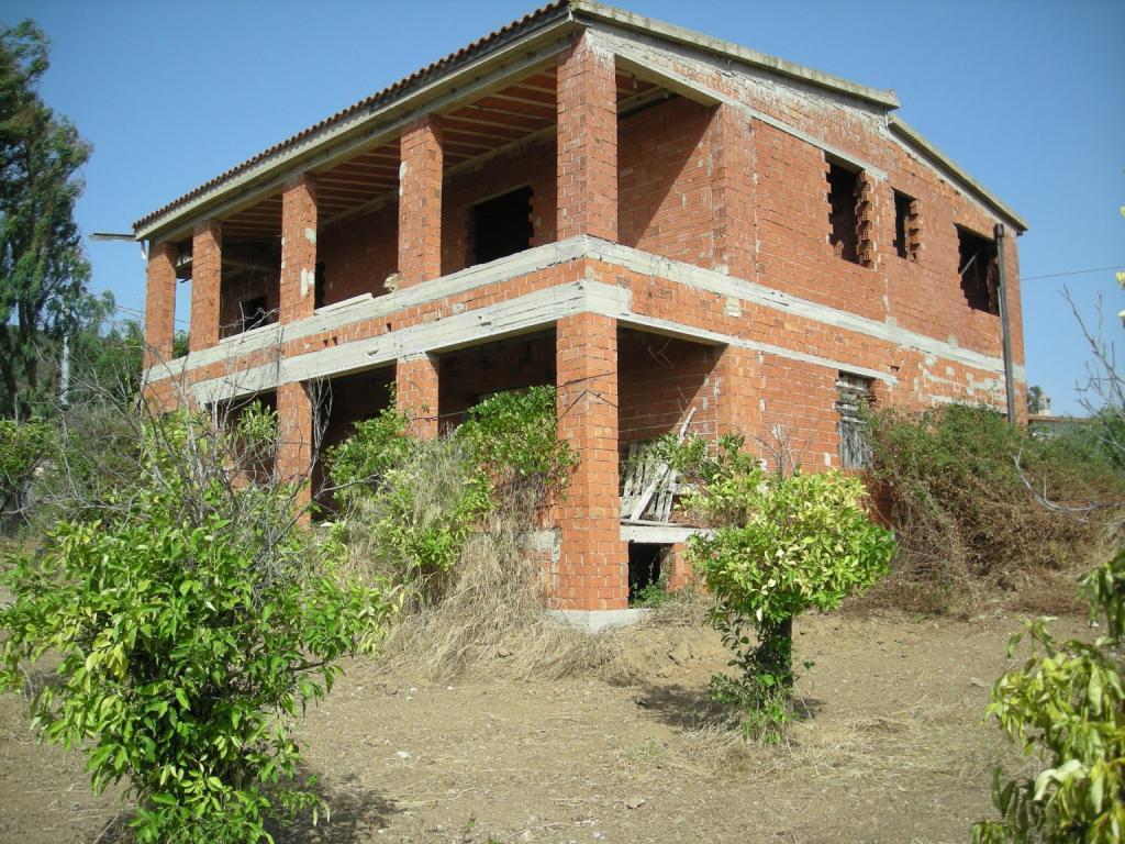 Struttura grezza da ultimare su 2 piani di 280 mq case for Piani di casa sulla spiaggia su palafitte