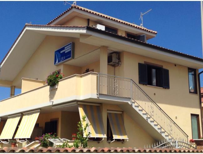 Villetta soleggiata e indipendente a fiumicino affitto for Case in affitto roma