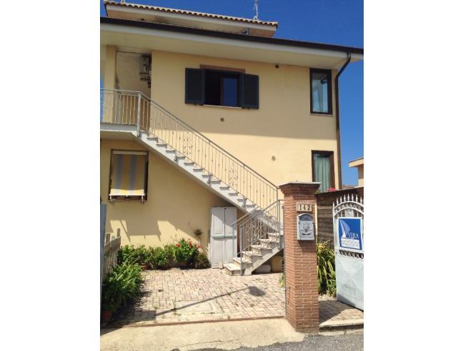 Villetta soleggiata e indipendente a fiumicino affitto for Case arredate in affitto roma