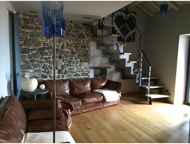Casa in sasso ristrutturata con design bio moderno classe for Design moderno garage indipendente