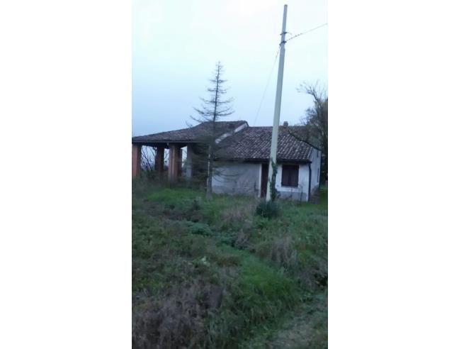 Casa indipendente con di terreno annesso for Casa a 5 piani in vendita