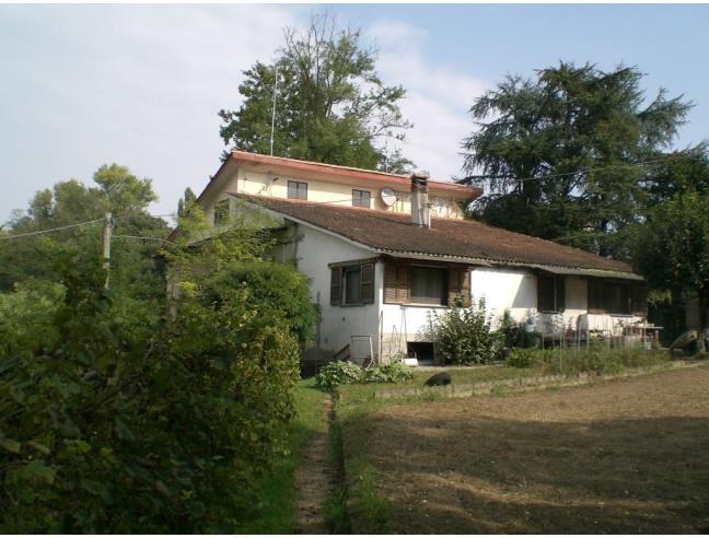 Casa indipendente immersa nel verde vendita casa for Piani casa 3 camere da letto e garage doppio