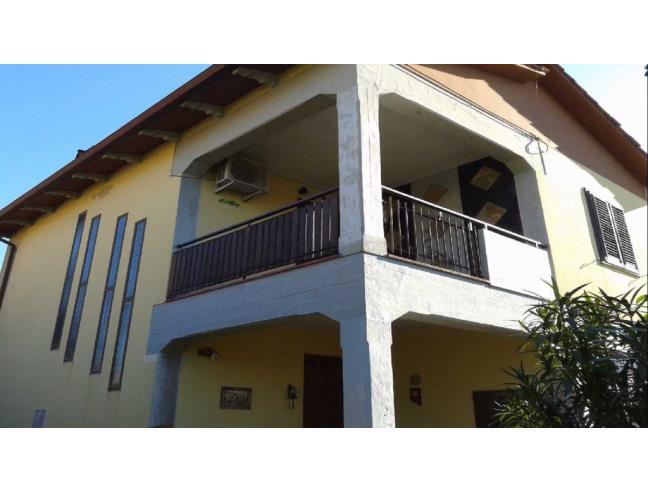 Casa indipendente unifamiliare con giardino e garage for 4 piani di casa in garage per auto in tandem