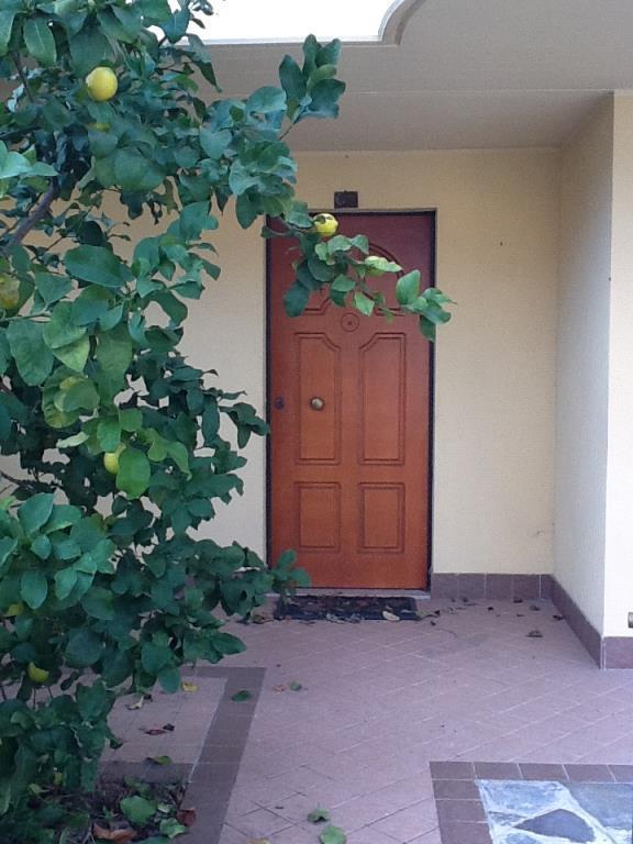 Bellissima villa a 3 piani in zona tranquillissima for Villa a 3 piani
