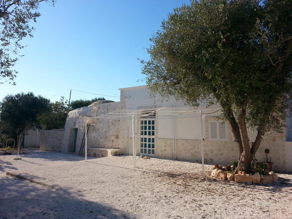 Trullo e lamia ristrutturato ostuni vendita baita chalet for Kit da baita di 5 camere da letto