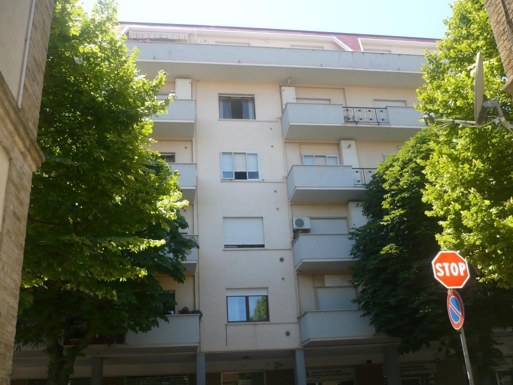Cso mazzini 159 vasto 200 mq terrazzo e garage for Piani di appartamento di garage contemporanei