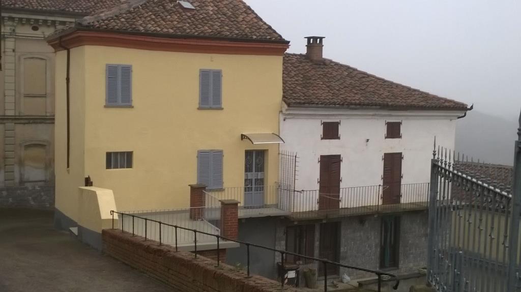 Casa in collina in centro storico vendita rustico casale for Tre piani di casa camera da letto ranch