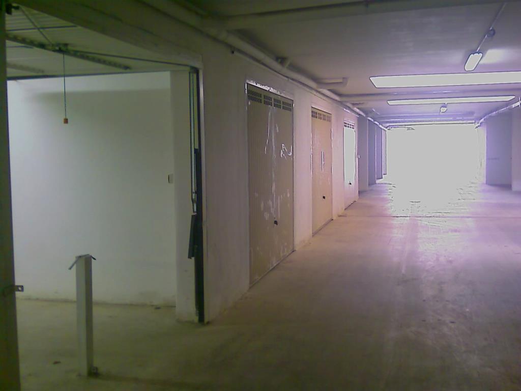 Box auto di 25 metri quadri vendita box garage posto for Garage per auto modulari 3