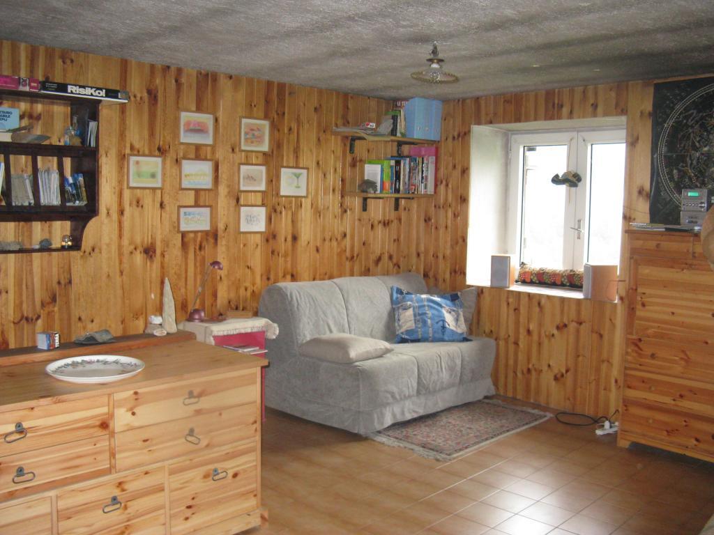 Appartamento in casa rustica in piccolo villaggio for Piani casa rustica