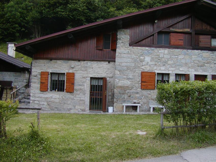 Baita di montagna ristrutturata vendita baita chalet for Piccoli piani di baite