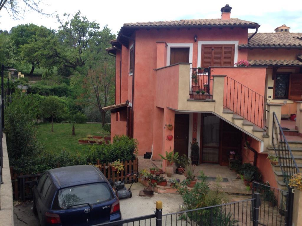 Appartamento con giardino garage e magazzino vendita for Case in vendita con appartamento seminterrato