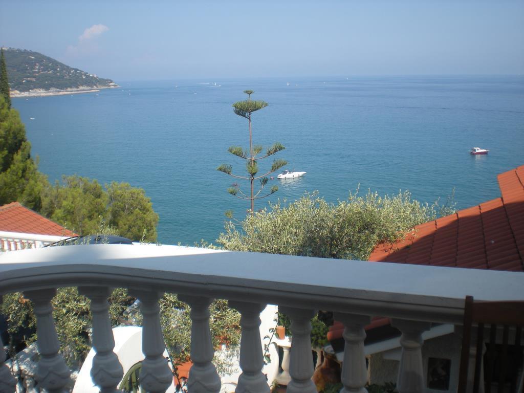 Villa a picco sul mare vendita villa da privato a andora for Piani di casa di 3600 piedi quadrati