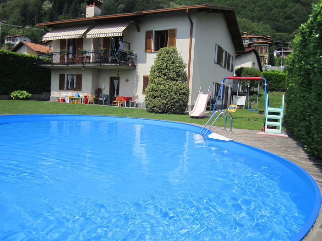 Splendida casa miki sul lago di como casa vacanza a for Costruire una casa sul lago