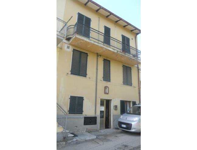 Palazzina di tre piani con 2 appartamenti possibilita del for 6 piani di casa con 4 bagni