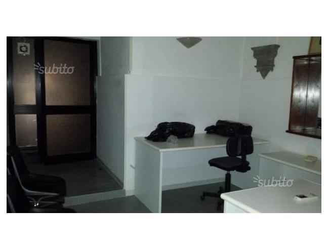 Casa Uso Ufficio : Locale ad uso ufficio o magazzino affitto porzione di casa da