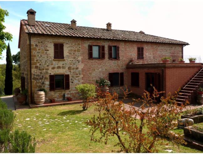 Splendido casale in pietra e mattoni in posizione for Facciate di case in mattoni e pietra