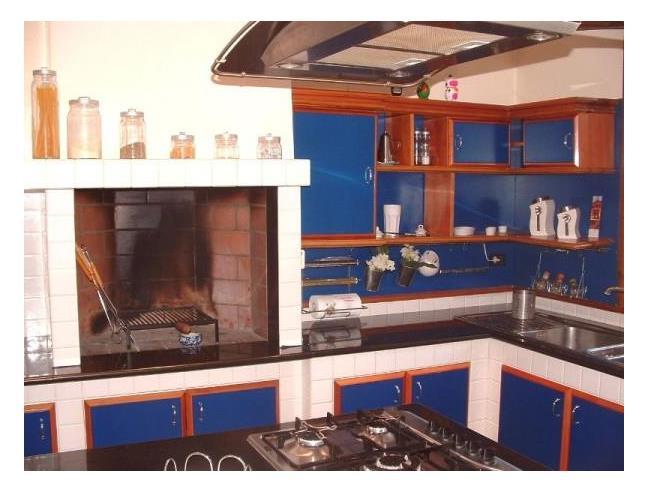 Splendida villa panoramica 450 mq vendita villa da for Case con 4 camere da letto con seminterrato finito in vendita