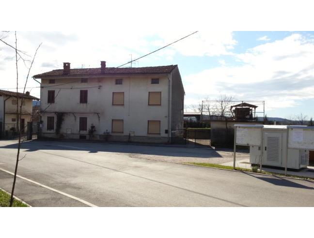 Casa con giardino garage e piazzale per eur for Piani casa bungalow con cantina e garage