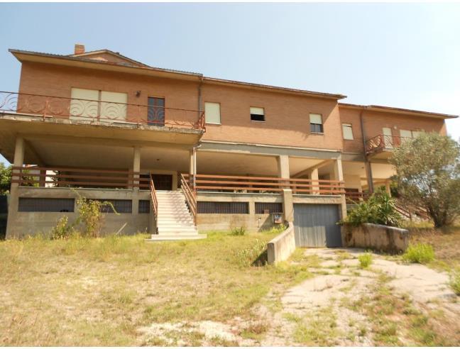 Villa bifamiliare vocabolo piane vascigliano vendita for Case con 4 camere da letto con seminterrato finito in vendita